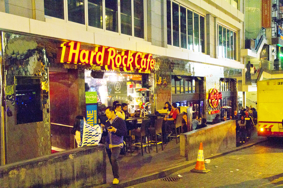 บรรยากาศร้านนั่งชิลล์ที่ Lan Kwai Fong ที่ฮ่องกง