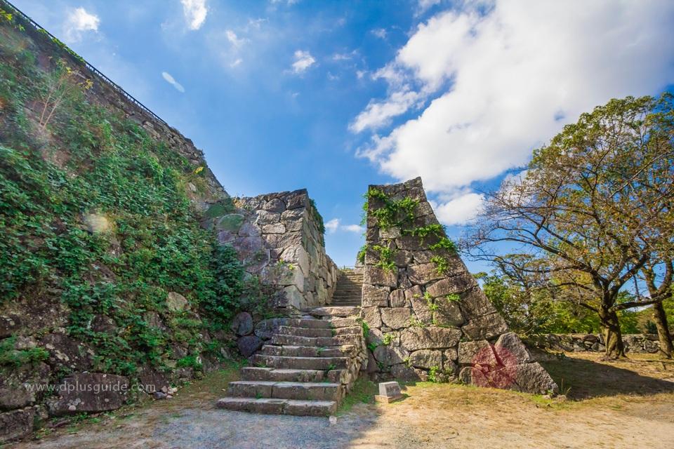 Ruins of Fukuoka Castle (Maizuru Park) ชมสวน & ปราสาทเก่ากลางเมืองฟูกุโอกะ (Fukuoka)