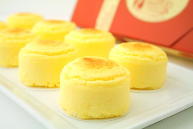 แนะนำของฝากจากฮอกไกโด Snaffle's Cheesecake (Catchcake) รสยอดนิยมคือรสชีสออมเล็ต (Cheese Omelette)