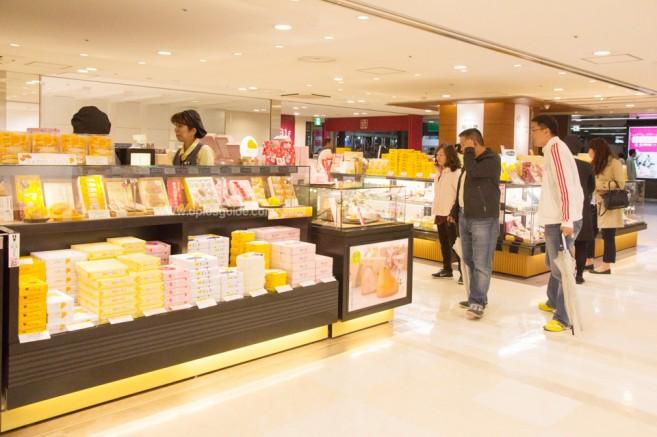 เที่ยวญี่ปุ่น ช้อปขนมของฝากที่สถานี Hakata พบกับ 5 สุดยอดแหล่งช้อปปิ้งในฟุกุโอกะ (Fukuoka)