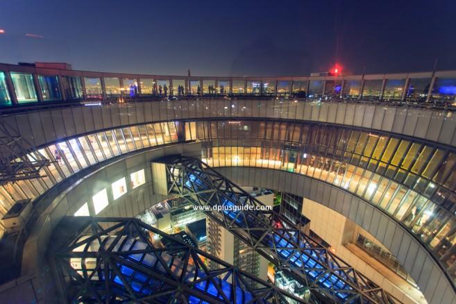 ชมวิวเมืองโอซาก้าบนตึกอุเมดะ สกาย (Umeda Sky Building)