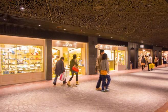 เที่ยวญี่ปุ่น Tenjin Underground Shopping Mall พบกับ 5 สุดยอดแหล่งช้อปปิ้งในฟุกุโอกะ (Fukuoka)