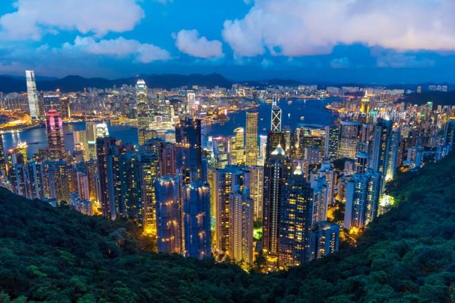 วิวตอนค่ำๆ ของเมืองฮ่องกง มองจาก The Peak Tower ขอบอกว่าคุ้มค่าแก่การรอคอยและการเดินทางมาสุดๆ!