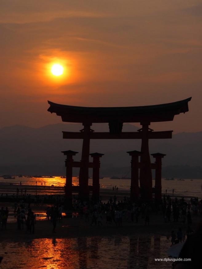 ศาลเจ้า-Itsukushima04-768x1024 (1)