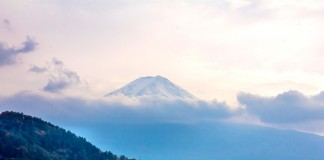 เที่ยวญี่ปุ่น ชมความยิ่งใหญ่ของภูเขาไฟฟูจิที่ทะเลสาบคาวากูชิโกะ (Kawaguchiko)