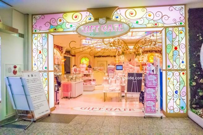 แนะนำแหล่งช้อปในโตเกียว ร้าน GIFT GATE ในย่านชินจุกุ (Shinjuku) เน้นขายสินค้าน่ารักกุ๊กกิ๊กในเครือซานริโอ (Sanrio)