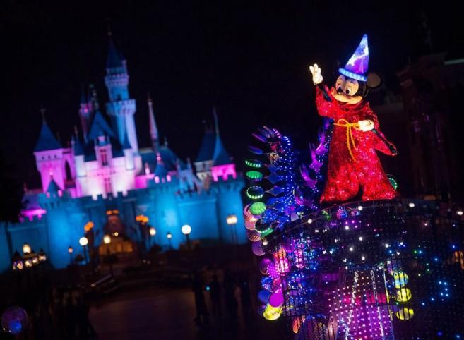 Disney-Paint-the-Night4