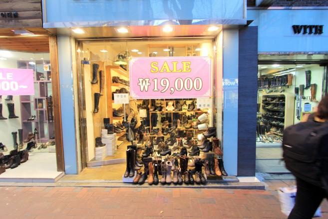 Ewha Shopping Street ถนนอีฮวา แหล่งช้อปปิ้งสินค้าวัยรุ่นราคาถูก ที่โซล เกาหลี