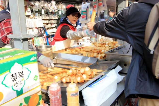 ตลาดนัมแดมุน (Namdaemun Market) แหล่งช้อปขนาดใหญ่ ในโซล เกาหลี