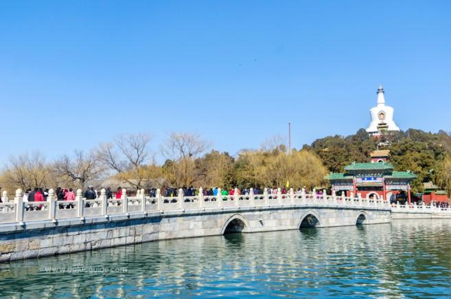 เที่ยวปักกิ่ง ชมทะเลสาบงาม เจดีย์ขาว ห้าศาลาสวยสงบ ที่อุทยานเป๋ยไห่ Beihai Park