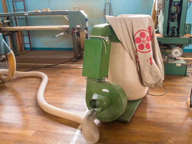 โรงงานสะอาดได้เพราะเจ้าเครื่องนี้แหละ ดูดฝุ่นไม้ทั้งหมดไปเก็บ