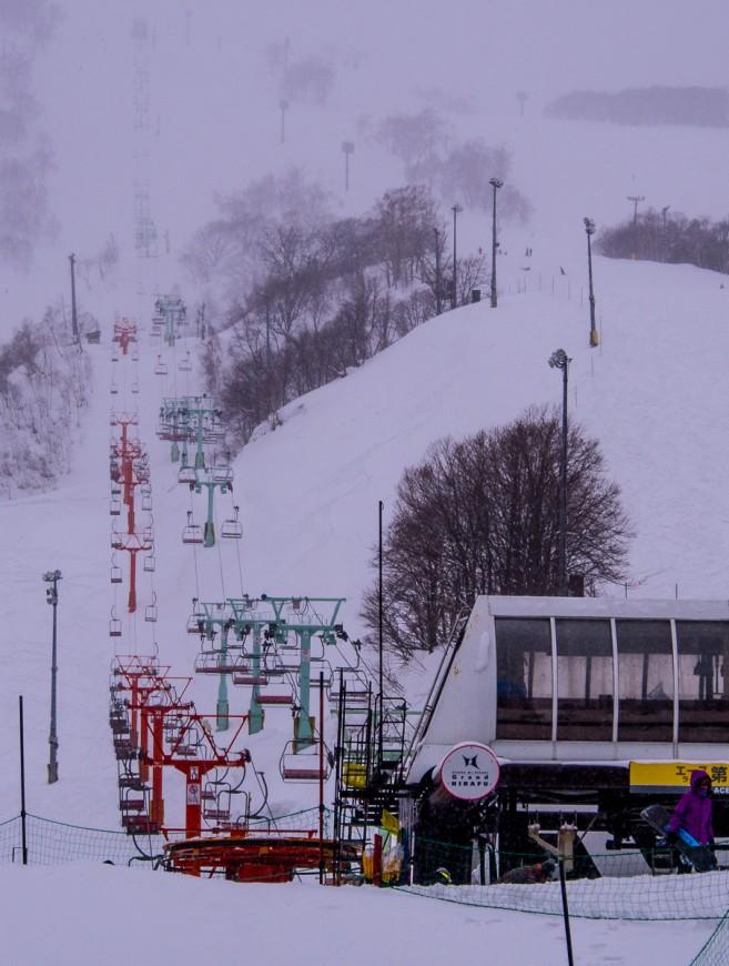 สกีลิฟต์และทางลาดสกีในโซน Grand Hirafu