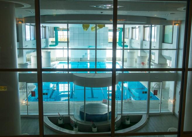 โรงแรมในโซนนี้บางแห่งก็ใหญ่ถึงขนาดมีสระน้ำอุ่นในร่มด้วย เช่น Hotel Niseko Alpen