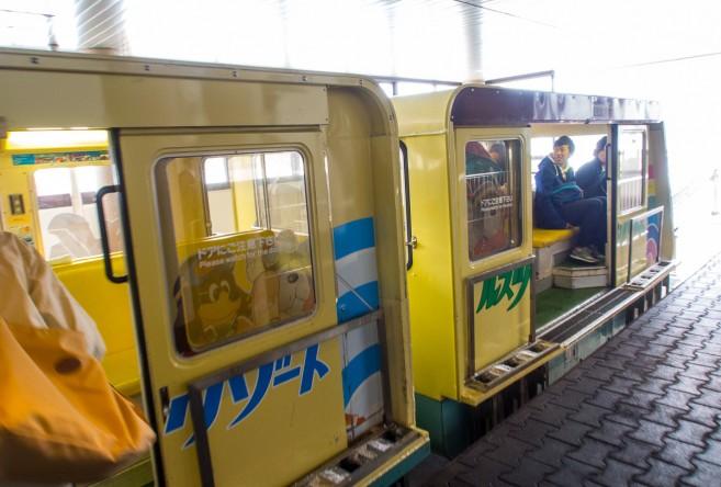 รถไฟเล็กวิ่งระหว่างสองฝั่ง