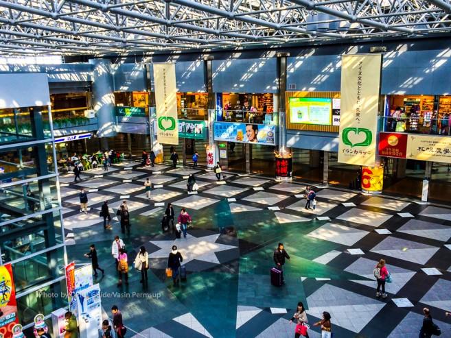 โถงใหญ่ของ New Chitose Airport ในส่วน Domestic เหมือนห้างขนาดย่อมๆ