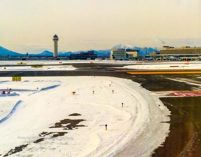 สนามบินเห็นเล็กนิดเดียวเมื่อมองจากเครื่อง แลนดิ้งกลางหิมะ
