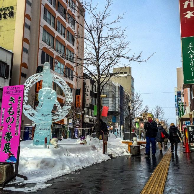 งานแกะสลักน้ำแข็ง จัดที่ถนนคนเดิน Heiwa Dori