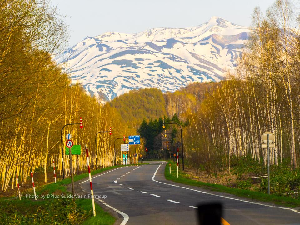 เส้นทางสาย Panorama มีภูเขา Takachidake เป็นฉากหลัง