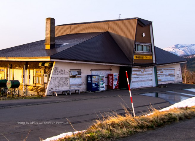 ศาลาและร้านค้า เราไปถึงเย็นเลยปิดไปหมดแล้ว