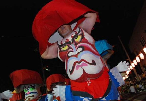 ชุดสำหรับเข้าร่วมเทศกาล Hokkai Heso Matsuri เมื่อแต่งตัวเต็มยศแล้วจะเป็นแบบนี้