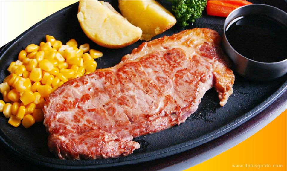"""ส่วนใครที่อยากเปลี่ยนบรรยากาศจากอาหารทะเล ทางร้าน Kitano Ryoba Otaru Ungaten ก็มีเมนูเอาใจคนชื่นชอบสเต็ก อย่าง """"เซอร์ลอยน์สเต็ก"""" หรือ """"สเต็กแฮมเบิร์กเนื้อนุ่ม"""" ให้เลือกสั่งด้วย ในภาพคือเซอร์ลอยน์สเต็กค่ะ"""