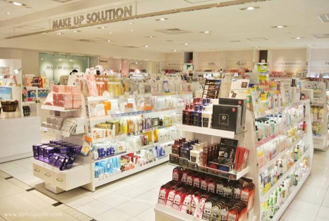 เที่ยวญี่ปุ่น ชินจุกุ โตเกียว เคาน์เตอร์เครื่องสำอางที่ชั้น 2 ของอาคารหลักที่ Odakyu Department Store Shinjuku