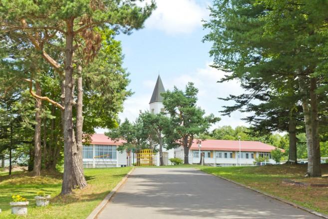 โรงเรียน Bibaushi Elementary School จุดแวะแรก เส้นทางปั่นจักรยานเที่ยวฮอกไกโด Panorama Road ที่ Biei