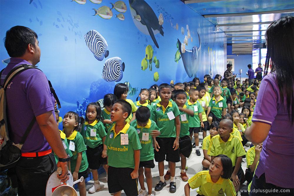 """กลุ่มนักเรียนทัศนศึกษา กิจกรรม """"Amazing Creations มหัศจรรย์วาดฝันใต้ทะเลลึกเหนือจินตนาการ"""" อควาเรียม SEA LIFE Bangkok Ocean World"""
