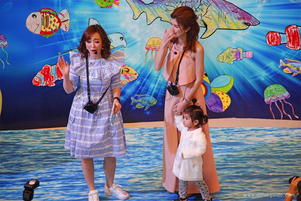 """คุณแม่โบว์ แวนด้า และน้องมะลิ ขวัญใจมหาชนคนเก่ง ในงานแถลงข่าวการจัดกิจกรรม """"Amazing Creations มหัศจรรย์วาดฝันใต้ทะเลลึกเหนือจินตนาการ"""" อควาเรียม SEA LIFE Bangkok Ocean World"""