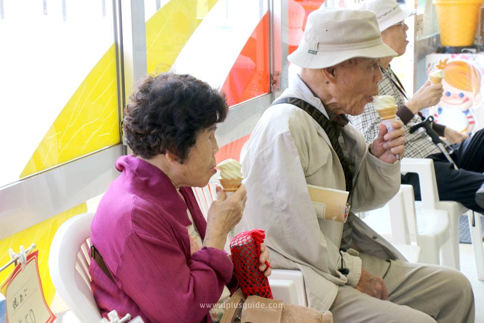 ไอศกรีมรส Pear (สาลี่) จากร้านขายของฝากที่ Tottori Sand Dune จังหวัด Tottori