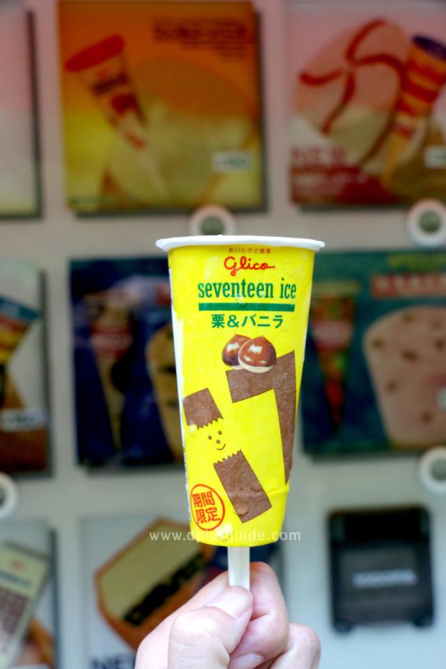เที่ยวญี่ปุ่น ชิมไอศกรีมรส Chestnut & Vanilla จากตู้กด วนอุทยานแห่งชาติ Meiji No Mori Minoh จังหวัดโอซาก้า (Osaka)