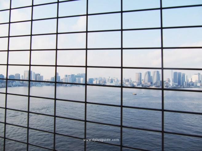 เที่ยวโตเกียว เที่ยวโอไดบะ เดินข้ามสะพานสายรุ้ง