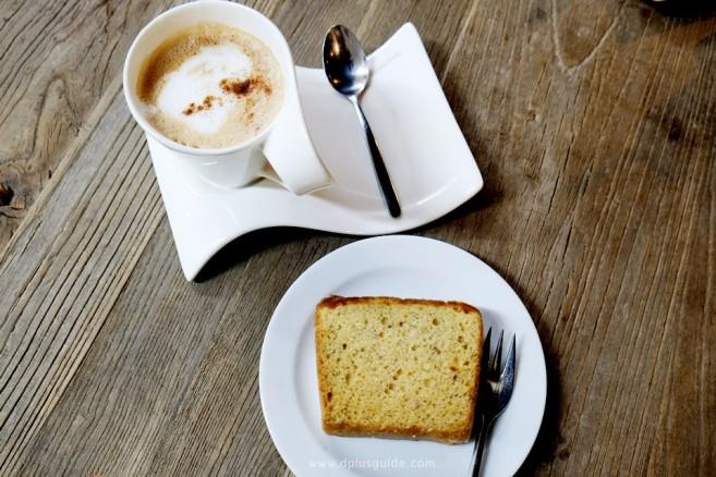 ขนมและกาแฟ จาก sleeep box Lounge & Coffee Bar