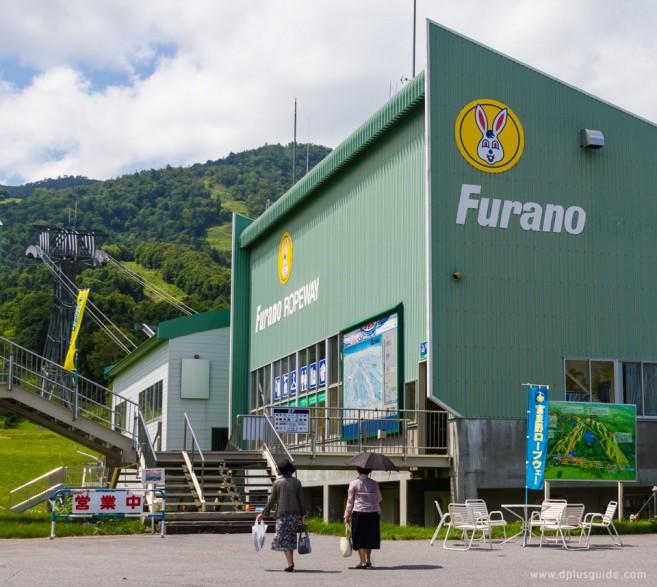 จุดขึ้นรถกระเช้า ขึ้นไปชมวิวที่ภูเขา Furano (Furano Ropeway)
