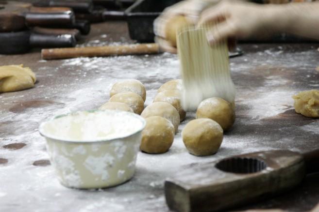 กรรมวิธีการทำขนมไหว้พระจันทร์ของฮ่องกง