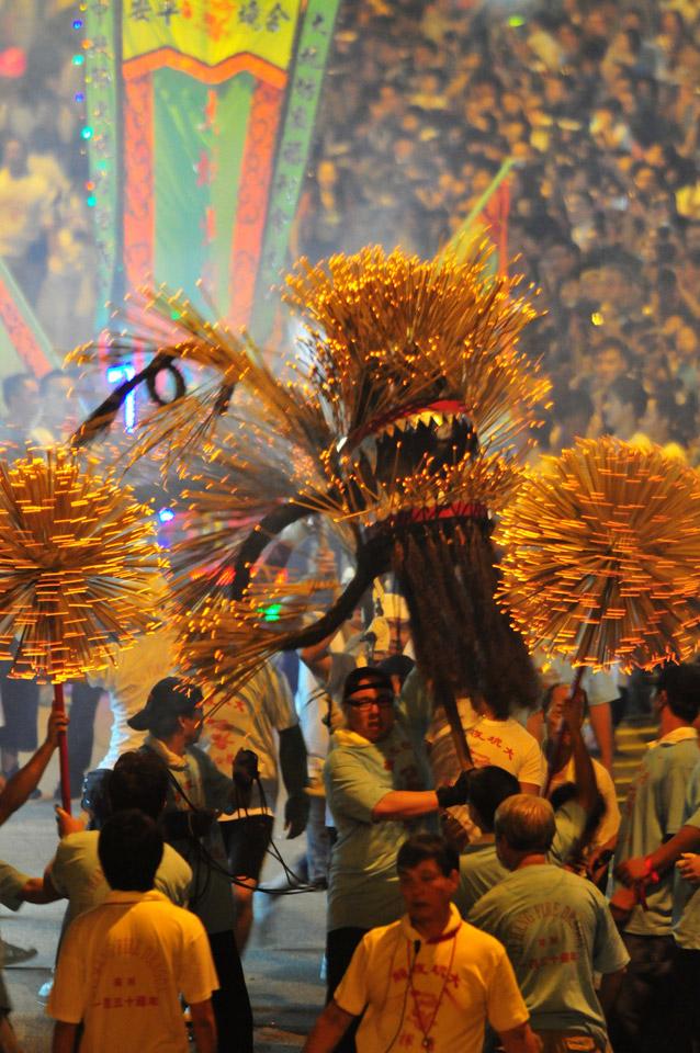 ประเพณีเชิดมังกรไฟไท่ ฮาง ในเทศกาลไหว้พระจันทร์