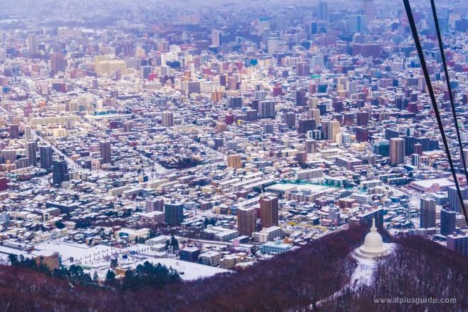 ตัวเมืองซัปโปโร มองจากยอดเขาโมอิวะ ดูขาวโพลนไปหมดในฤดูหนาว