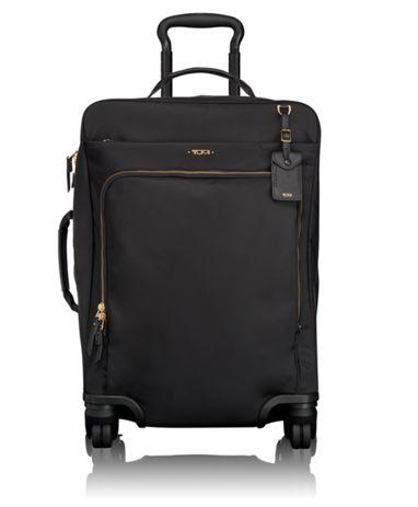 กระเป๋าที่ทำจากผ้า Nylon มีน้ำหนักเบา ผิวเรียบลื่นเป็นมัน - ภาพจาก Tumi.com