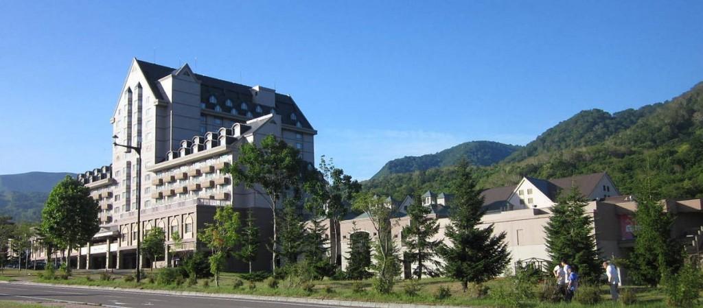 Kiroro Resort ในหน้าร้อนก็เขียวชอุ่มแบบเนี้ย :-) ภาพ: wikipedia