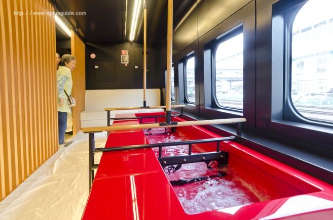 บรรยากาศรถไฟออนเซนเคลื่อนที่ ขบวน Torei-yu Tsubasa ตู้ที่ 6 สำหรับแช่สปาเท้าบนรถไฟ
