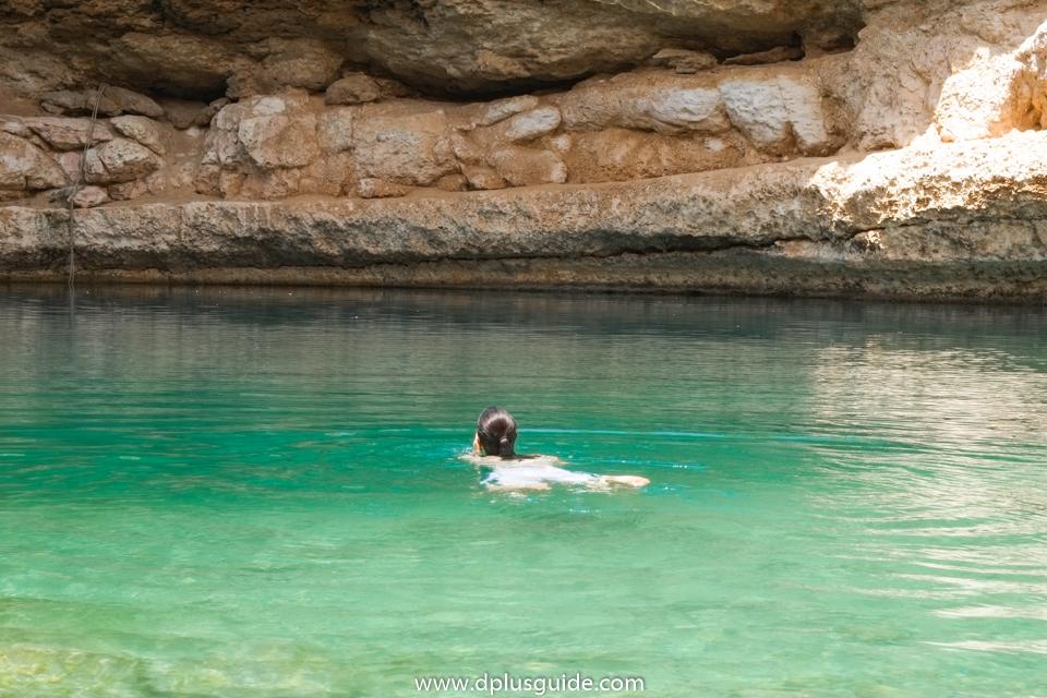 หลุมน้ำ Bimmah Sinkhole (Dibab Sinkhole) ที่โอมาน