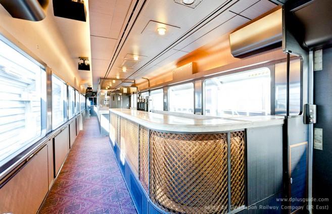 บรรยากาศสวยๆ ภายในรถไฟภัตตาคาร Tohoku Emotion