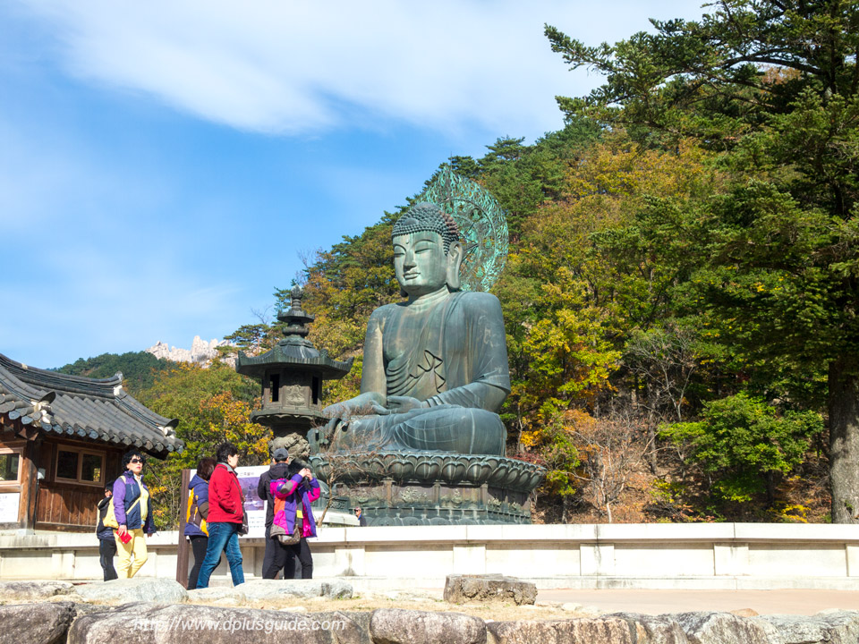 พระพุทธรูปองค์ใหญ่ วัด Sinheungsa Temple ตามรอยซีรีย์เกาหลี