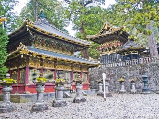 ศาลเจ้าโทโชกุ (Toshogu) ศาลเจ้านี้สร้างขึ้นตามหลักศาสนาชินโตและศาสนาพุทธ