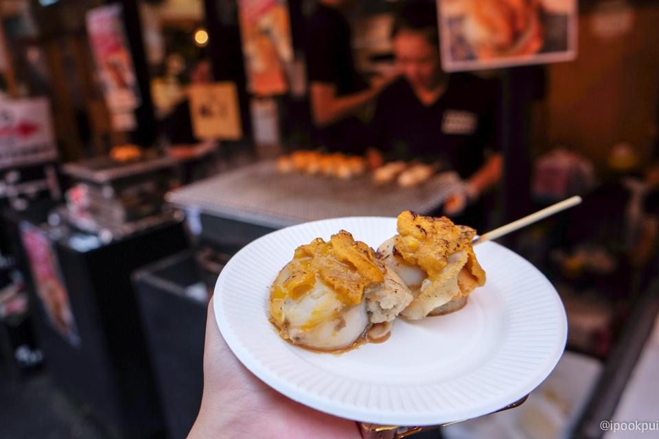 รีวิว เดินเที่ยว เดินกินที่ตลาดปลาสึกิจิ (Tsukiji) หอยเชลล์ย่าง