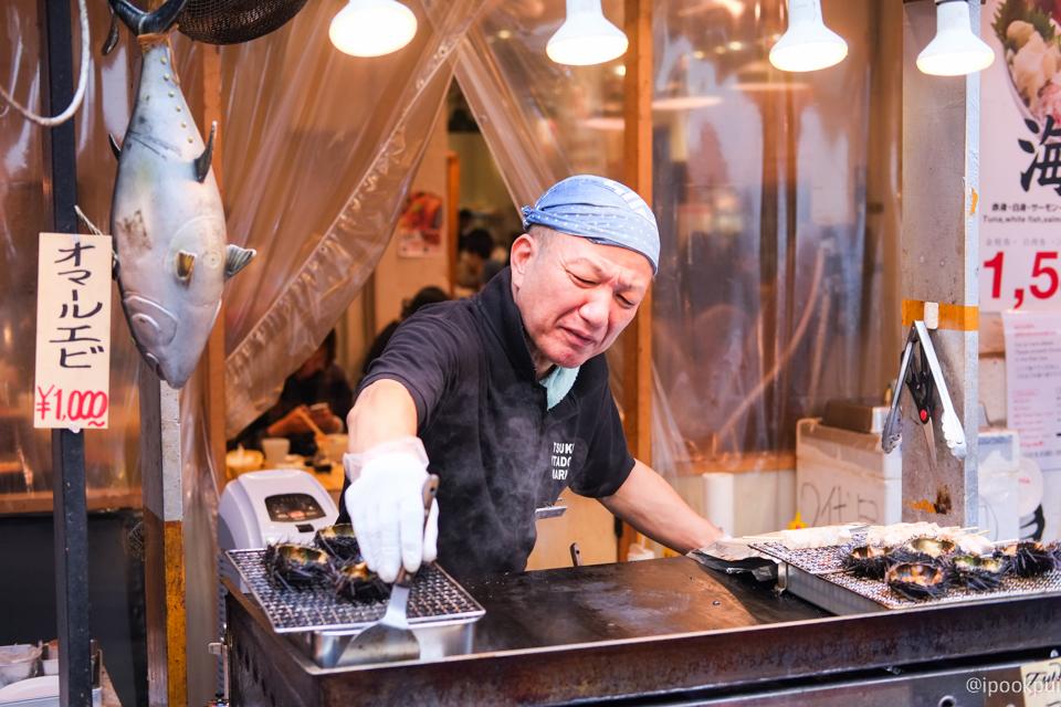รีวิว เดินเที่ยว เดินกินที่ตลาดปลาสึกิจิ (Tsukiji) ไข่หอยเม่นย่าง