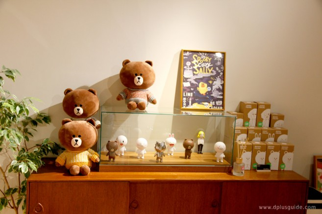 เที่ยวญี่ปุ่น ช้อปปิ้งสินค้า LINE โซนสินค้า collaboration ที่ชั้น B1 LINE FRIENDS STORE Harajuku