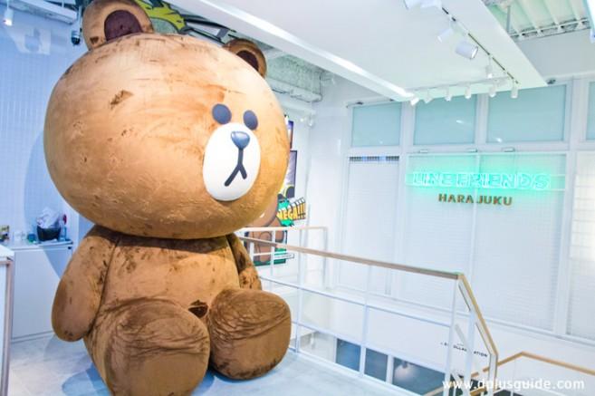 ตุ๊กตาหมีบราวน์ขนาดยักษ์ ที่ LINE FRIENDS STORE Harajuku