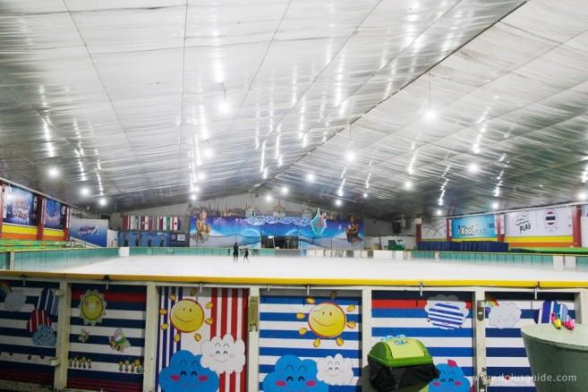 """ลานไอซ์สเก็ต """"อิมพีเรียล เวิลด์ ไอซ์สเก็ตติ้ง (Imperial World Ice Skating)"""""""