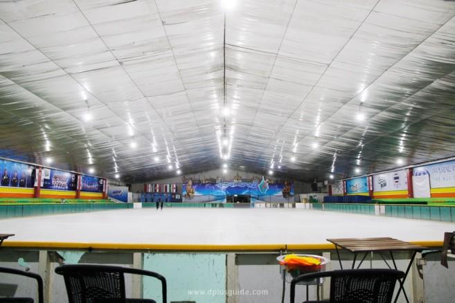"""เยือนถิ่นพิชิตคุง Yuri!!! on Ice ตามรอยไปรู้จัก """"อิมพีเรียล เวิลด์ ไอซ์สเก็ตติ้ง"""" และกีฬาไอซ์สเก็ตในไทย"""